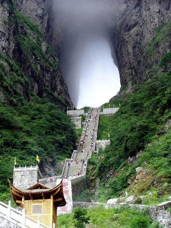 Monte-Tianmen-porta-del-paradiso-montagne