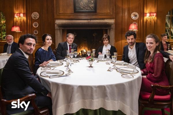 «A casa tutti bene», la famiglia di Muccino dove ci si odia felicemente